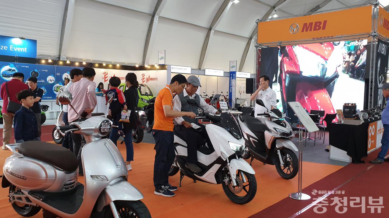 세계특허 파워트레인을 장착한 고성능 MBI전기오토바이가 e모빌리티엑스포에 참가해 관심을 끌었다.